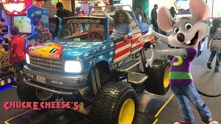 Chuck E Cheese Family Fun Indoor Playground games for Kids!!