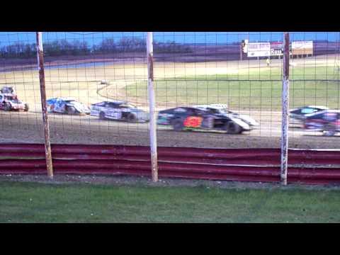101 1316 2015-05-09 Devils Lake Speedway B-Mod feature