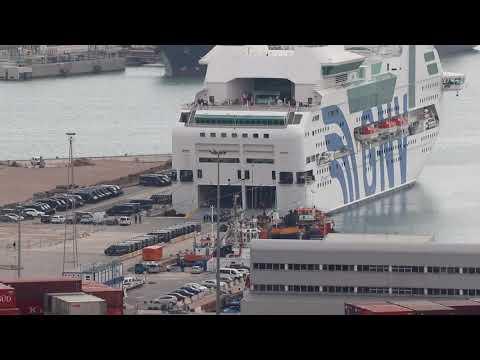 FullHD - Un dels dos vaixells de la policia al port de Barcelona