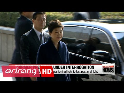 Former president Park Geun-hye arrives at prosecutors' office for questioning