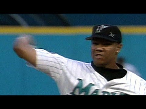 NLCS Gm5: Livan fans 15 in a complete-game victory
