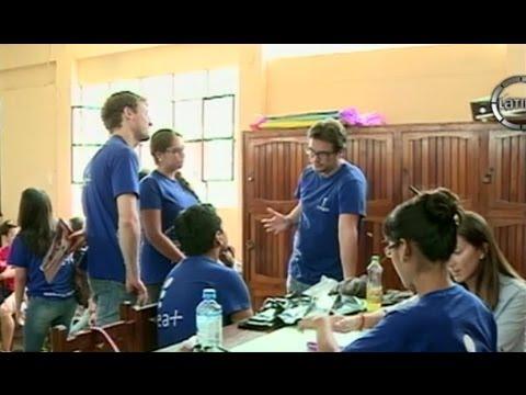 """Jóvenes de """"Crea Más"""" ayudan a escolares de bajos recursos"""