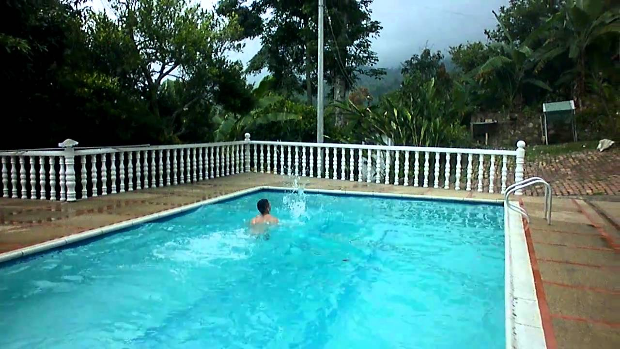 desnudo en piscina youtube