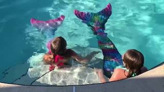 1st TIME PUTTING ON AND SWIMMING WITH A MERMAID TAIL/FIN