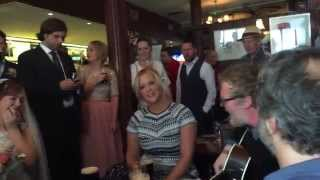 Amy Schumer in Irish singsong with Judd Apatow, Glen Handsard in Dublin pub