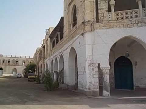 Eritrea  Massawa island  2016 1 Edificios turcos, egipcios, italianos  Banco d´Italia derruidos guer