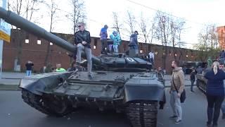 ШОК!!! УНИКАЛЬНЫЕ Ретро авто VS Военная техника.  Улицы НН