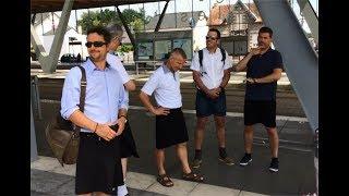 بالفيديو:  لماذا ارتدى سائقو الحافلات في غرب فرنسا التنانير القصيرة؟