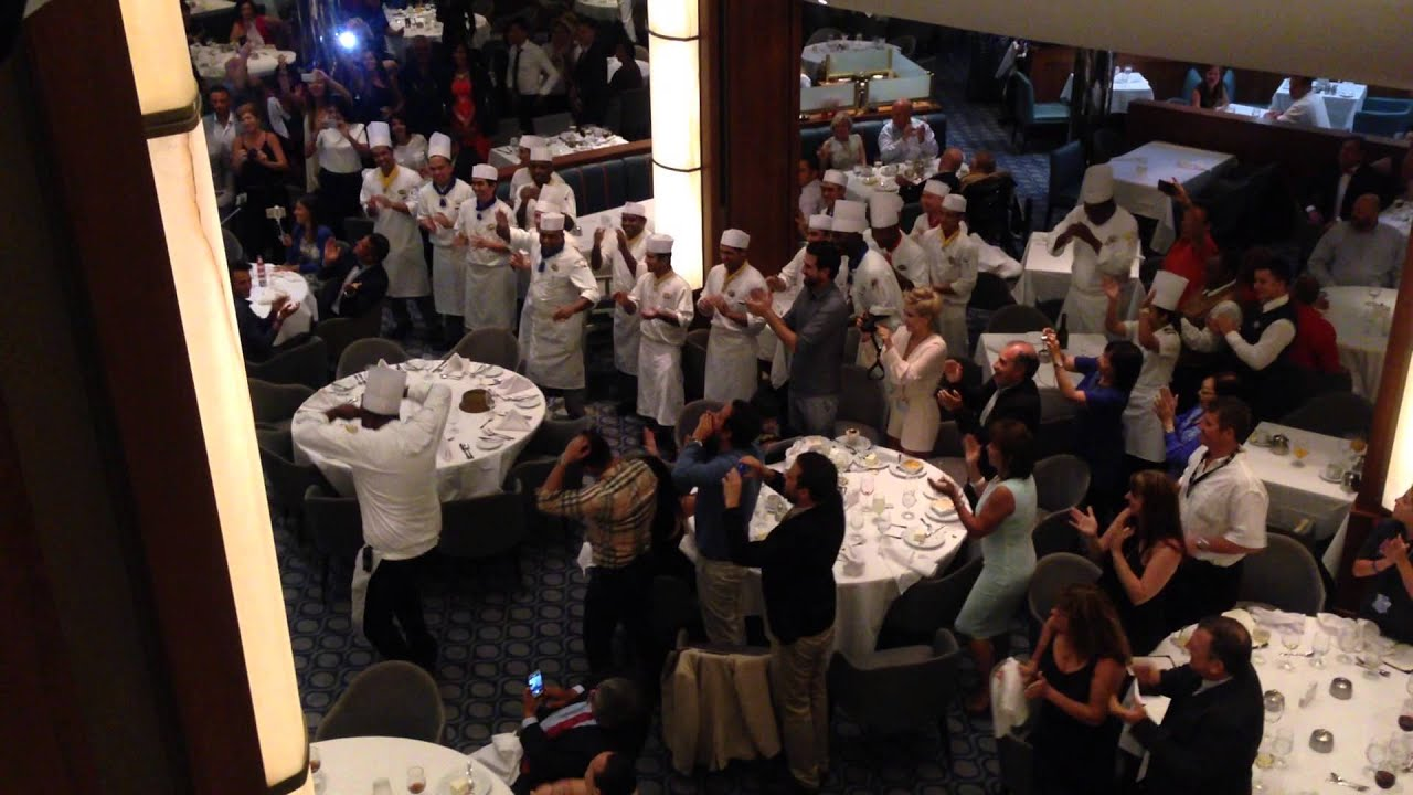 Oasis of the Seas, main dining room performance - YouTube