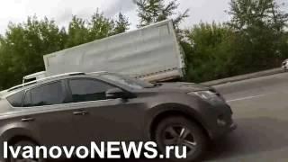 Автобочка что то сливает в ливневку на улице Громобоя в Иванове