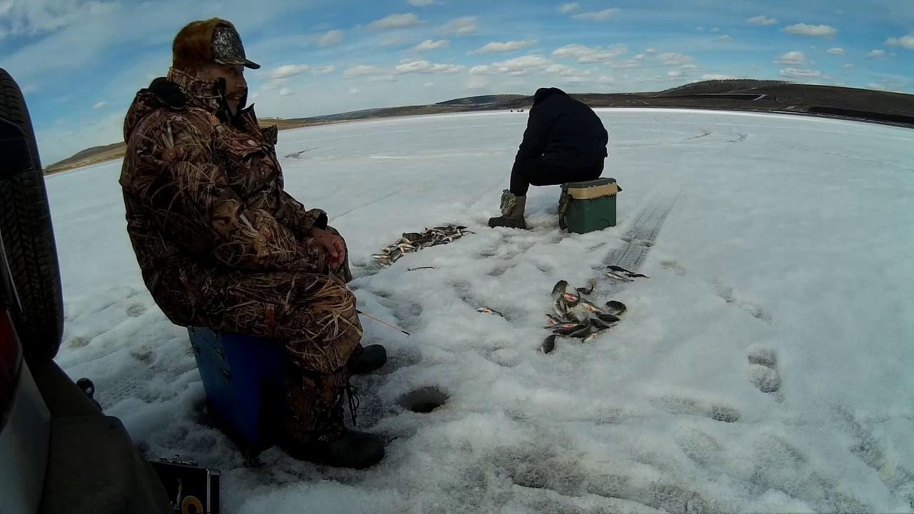 Зимняя рыбалка на реке ангаре