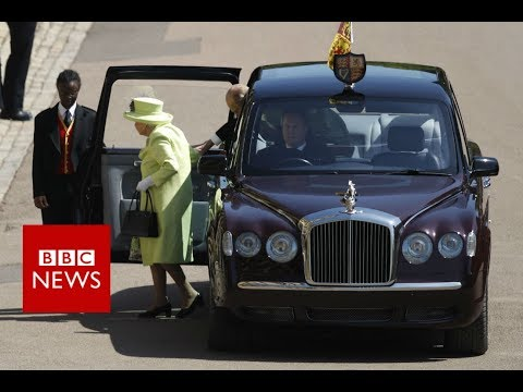 Royal wedding: Queen and Duke of Edinburgh arrive  - BBC News