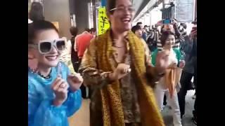 """เจอตัวจริง !!! """"ดิว อริสรา"""" เต้นกระทบไหล่เจ้าของท่าเต้นสุดฮิต """"PPAP"""" ที่โตเกียว"""