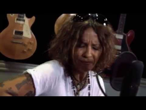 "Linda Perry ""It F*cking Hurts"" At: Guitar Center"