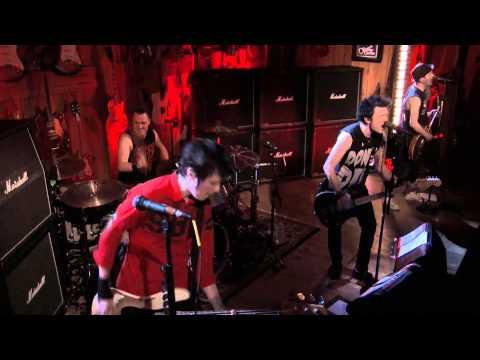Sum 41 - Underclass Hero (Guitar Center Live)