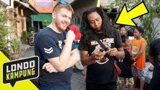 Download Video WKWK! NGETES BAHASA INGGRIS ORANG KAMPUNG MP3 3GP MP4