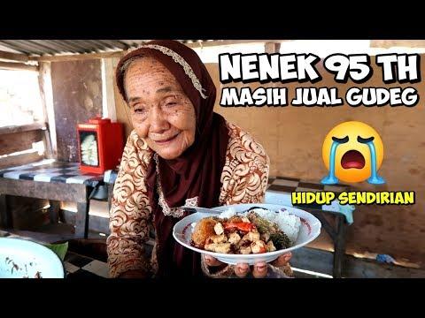 mbah-waginah,-nenek-95-tahun-yang-masih-semangat-jual-gudeg!!!