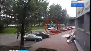 Эвакуатор в Иркутске протащил хозяйку автомобиля несколько десятков метров,