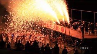 岐阜市長良川河畔で開催される「手力の火祭・夏」 花火は全て手造り。上...