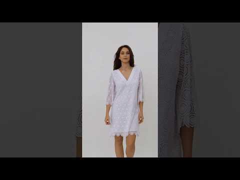 Video: Elegancka sukienka gipiurowa z dekoltem