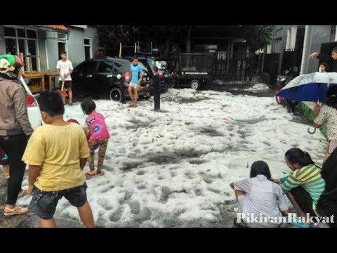 Hujan Es Rumah Tersambar Petir diKota Cirebon