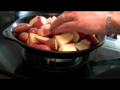 pommes-de-terre-cuisinées-dans-une-poêle-en-fonte