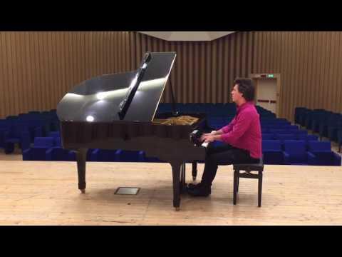 Mirko Signorile inaugura il pianoforte donato al Conservatorio dell'Aquila grazie al crowdfunding