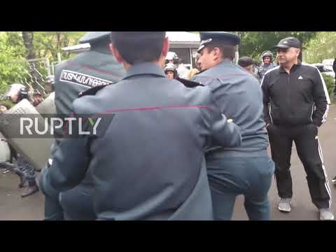 Armenia: Protesters detained in Yerevan as anti-PM rallies continue