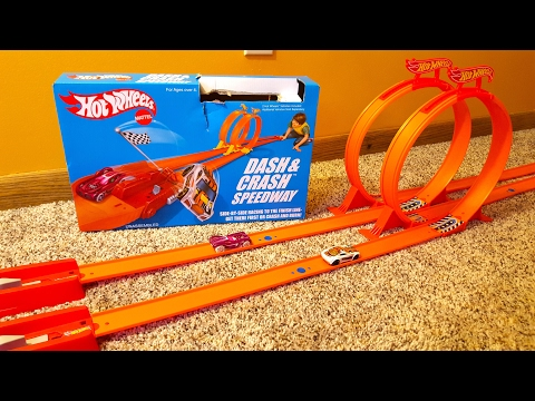 Hot Wheels Classic Dash & Crash Speedway Track Stunt Set Toy Review With 2 Cars And Dual Loops