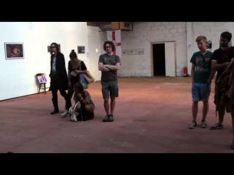 Red Pig Flower live painting performance.MOV Mp3