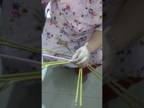 Newspaper weaving Basket, Round Bottom. How to stick odd rolls & weave.