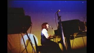 1975年11月21日、東京電機大学の錦祭の前夜祭に出演した太田裕美さんの...