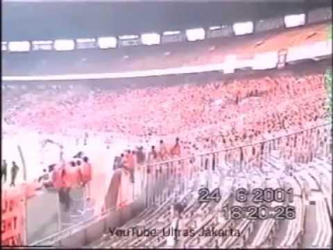 Aksi TheJakmania Merayakan Kemenangan PERSIJA (3) Vs (0) PERSIB 2001 di Stadion GBK