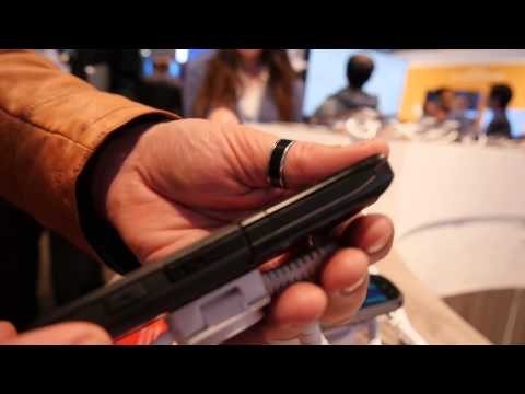 Kyocera Torque - Dieses Handy vibriert Sprache | Hands On | MWC 2015