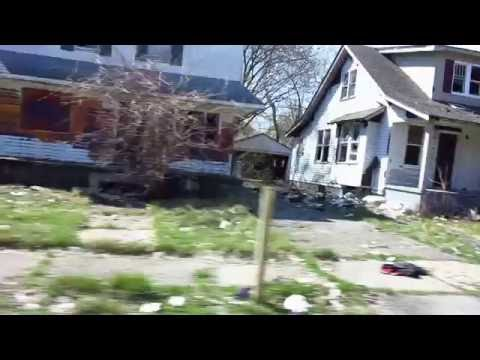 GETTING CAUGHT POINTING CAMERA  AT THUGS IN DETROIT GHETTO