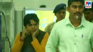 കൊച്ചിയിൽ കുടുങ്ങി തൃപ്തി; ശക്തിയാർജിച്ച് സമരം; തീരുമാനം നീണ്ട് പൊലീസ് | Trupti Desai - Airport