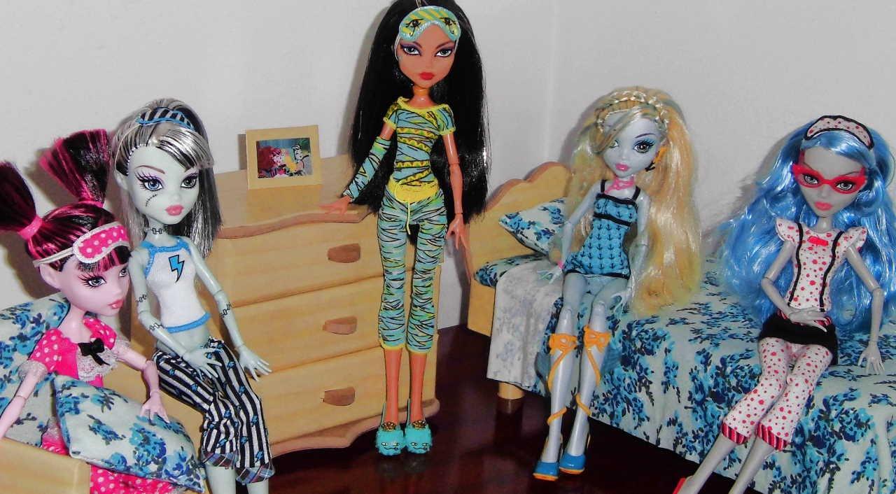 Casa das monster high quarto das bonecas dolls 39 bedroom doll house youtube - Casa de monster high ...