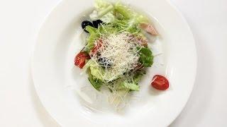 Готовим салат с копченой курицей и филе цыпленка с грибным соусом. 50 рецептов первого