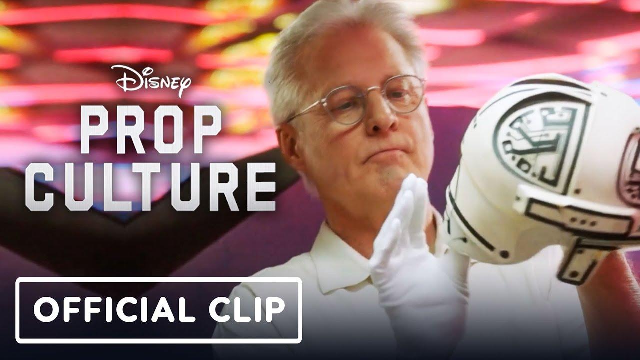 Prop Culture: Tron's Bruce Boxleitner Reunites With His Light Suit thumbnail