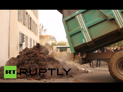 Manure v EU laws: French farmers dump sh*t nr administrative offices