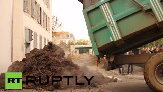 Manure v EU laws: French farmers dump sh*t nr administrative offices
