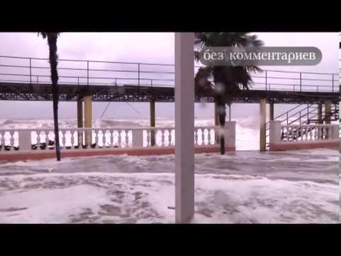 Смотреть ВОЛНА 4 МЕТРА. ШТОРМ 6 БАЛЛОВ В ЛАЗАРЕВСКОМ. онлайн