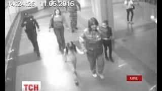 Жінку, яка з доньками намагалася кинутись під поїзд, можуть позбавити батьківських прав(, 2016-05-12T05:56:43.000Z)