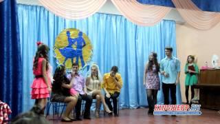 Удивительный ОСЕННИЙ БАЛ в школе № 3 Кингисеппа. 9 ярких пар KINGISEPP.RU