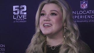 Kelly Clarkson supports flu-stricken Pink at Super Bowl