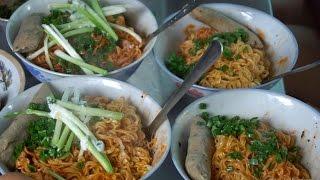 Mỳ muối ớt ngõ hẻm - thứ ăn vặt không thể bỏ qua ở Sài Gòn