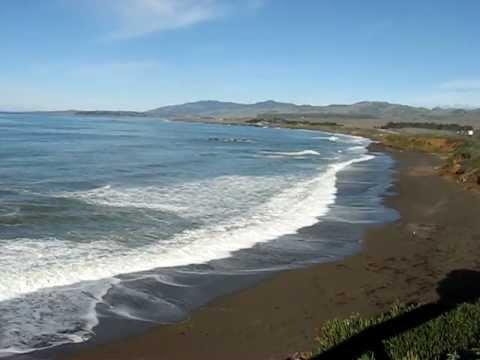 Pacific ocean coastline at north end of Cambria, CA