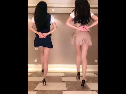 ミニスカ美女の「広場ダンス」