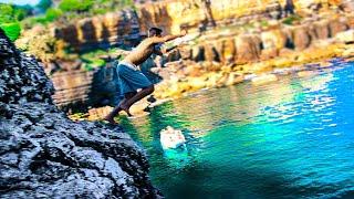 Saltei do penhasco para o mar