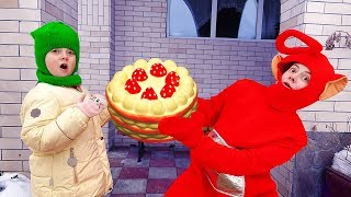 Ulya and Teletubbies play with Birthday Surprise Cake